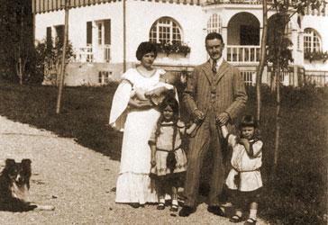 Thomas and Katia Mann and children