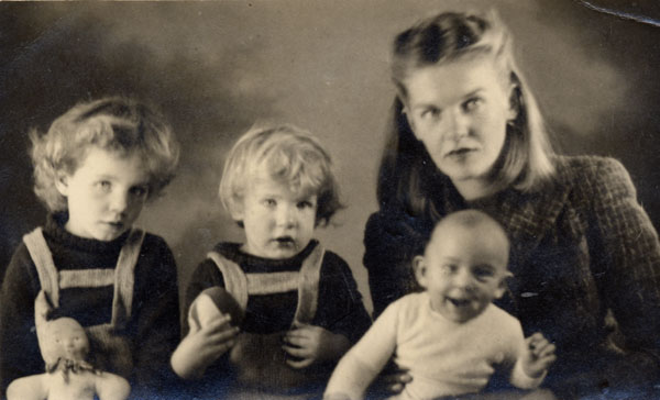 Elizabeth Smart with three of her children, 1945. Photo: Gérard Dicks Pellerin